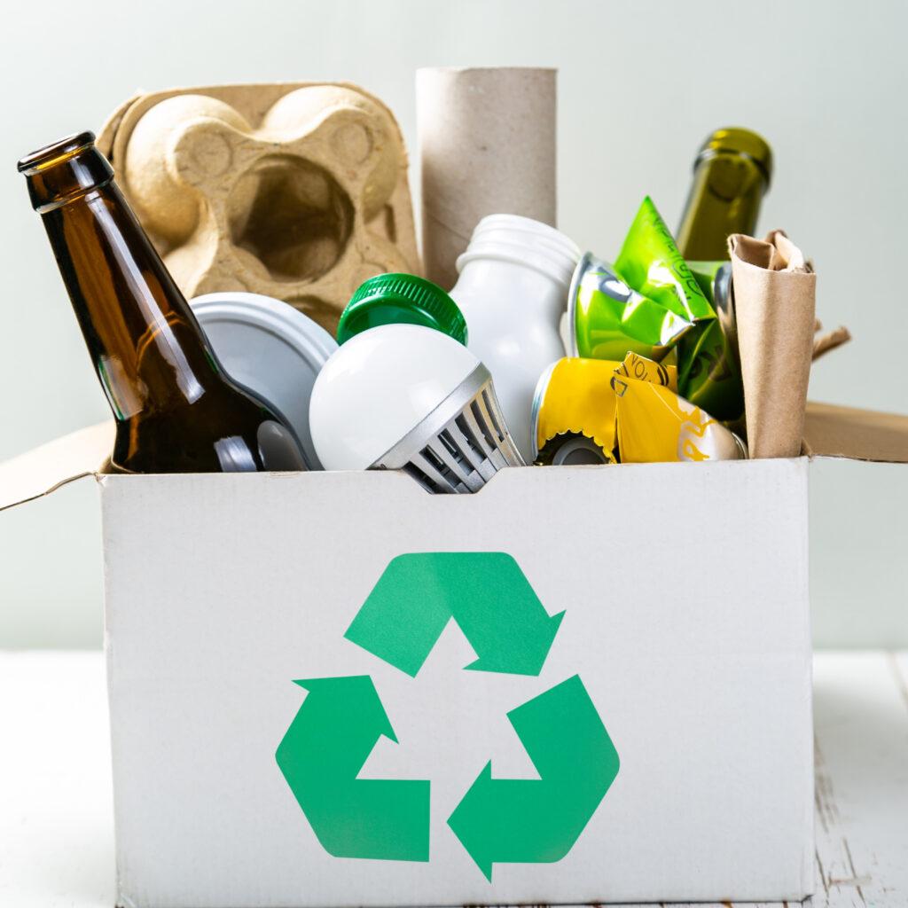 a diversidade de materiais e complexidade dos processos dos processos de reciclagem exigem tratamento específico e estratégias conectadas, para que a reciclagem não se transforme em uma farsa.